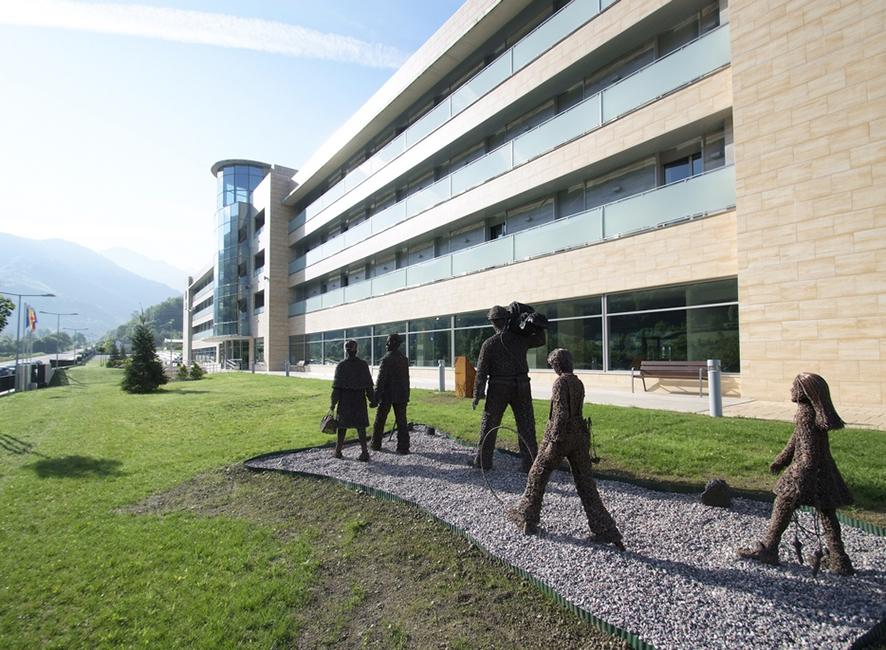 Estatuas de mineros en la zona ajardinada de la Residencia Spa de Felechosa