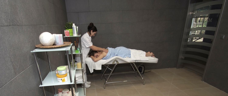 Sala de tratamientos del centro de salud y bienestar del spa de Felechosa