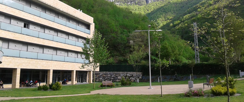 Zona exterior y jardines de la Residencia Spa de Felechosa