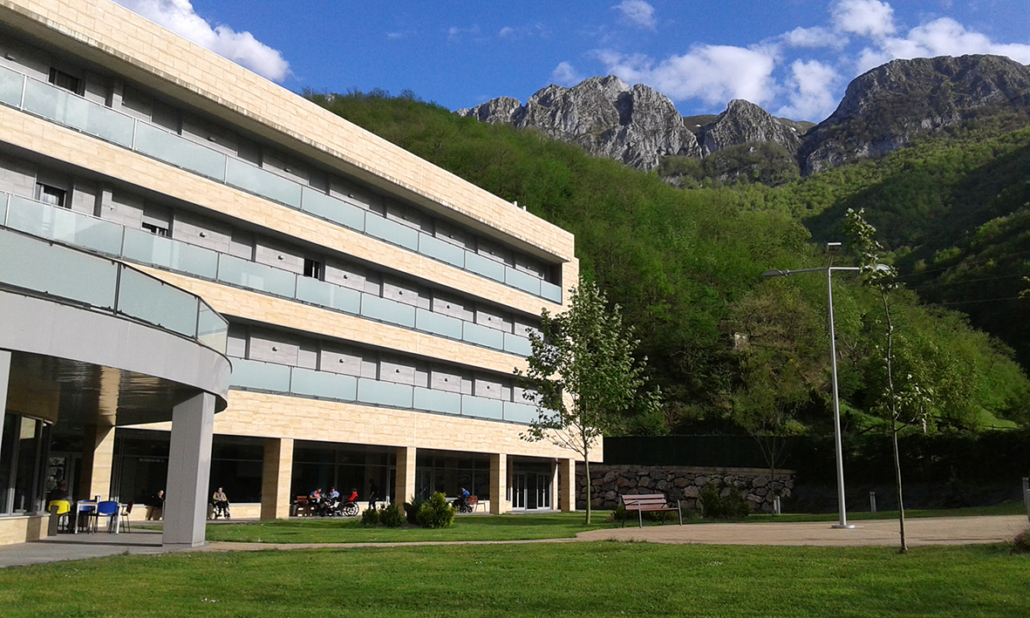 Zona exterior de la Residencia Spa de Felechosa