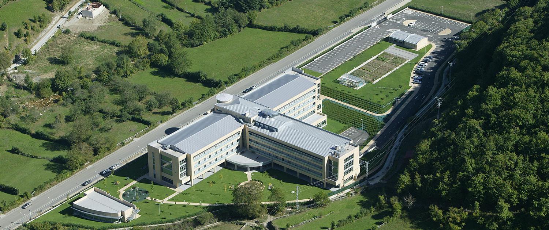 Vista aérea trasera de todo el complejo de la Residencia Spa de Felechosa