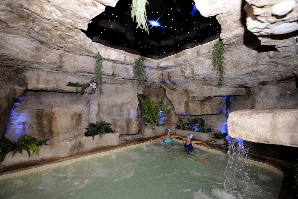 Jacuzzi del spa de la Residencia Spa de Felechosa